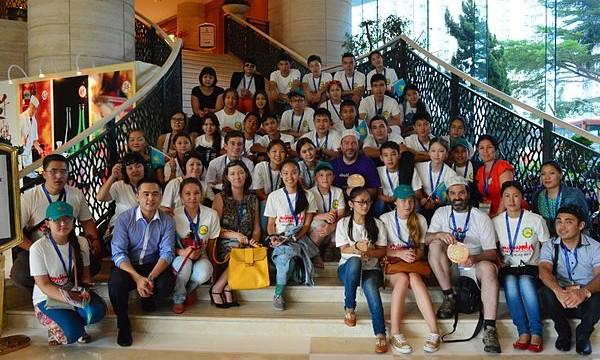 Kazakh_students_at_Wikimania_2013_04